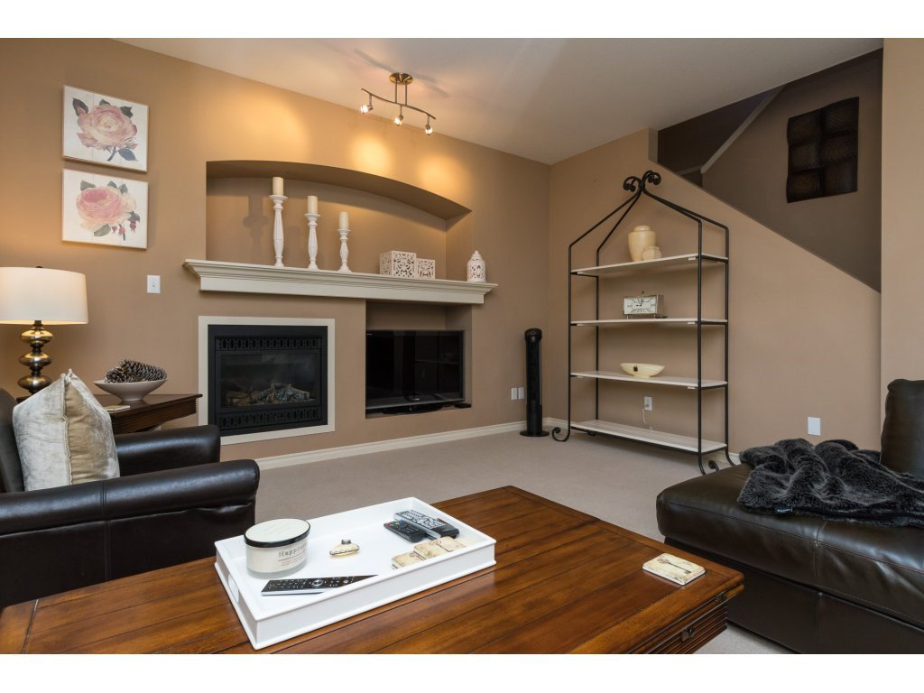 """Photo 6: Photos: 15 7067 189 Street in Surrey: Clayton House for sale in """"Claytonbrook"""" (Cloverdale)  : MLS®# R2183316"""