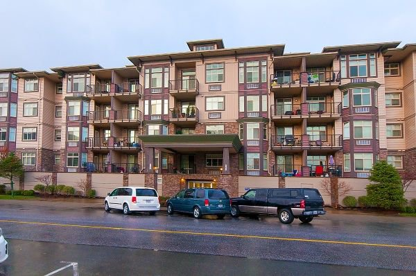 "Main Photo: 407 45893 CHESTERFIELD Avenue in Chilliwack: Chilliwack W Young-Well Condo for sale in ""THE WILLOWS"" : MLS®# R2241815"