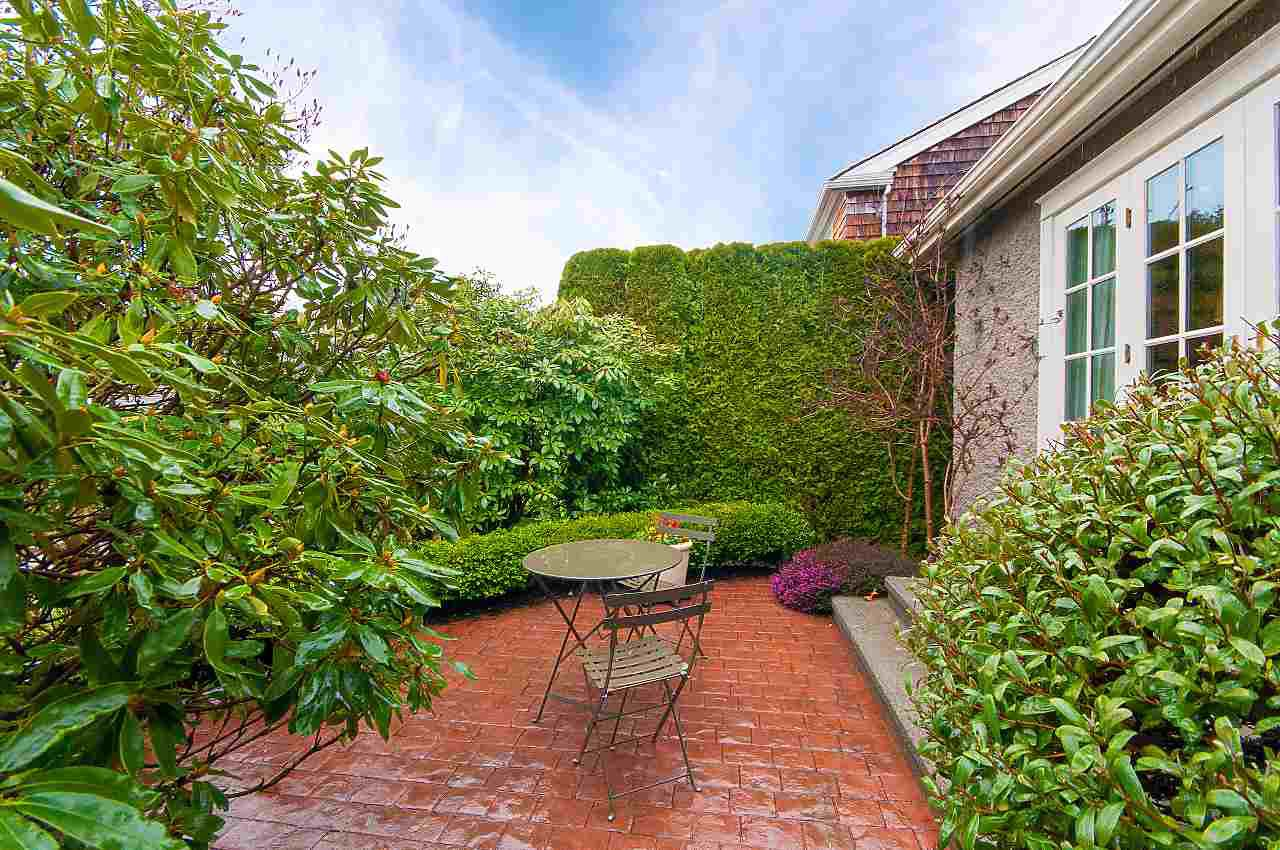 """Photo 2: Photos: 4755 W 7TH Avenue in Vancouver: University VW House for sale in """"Little Australia"""" (Vancouver West)  : MLS®# R2262672"""