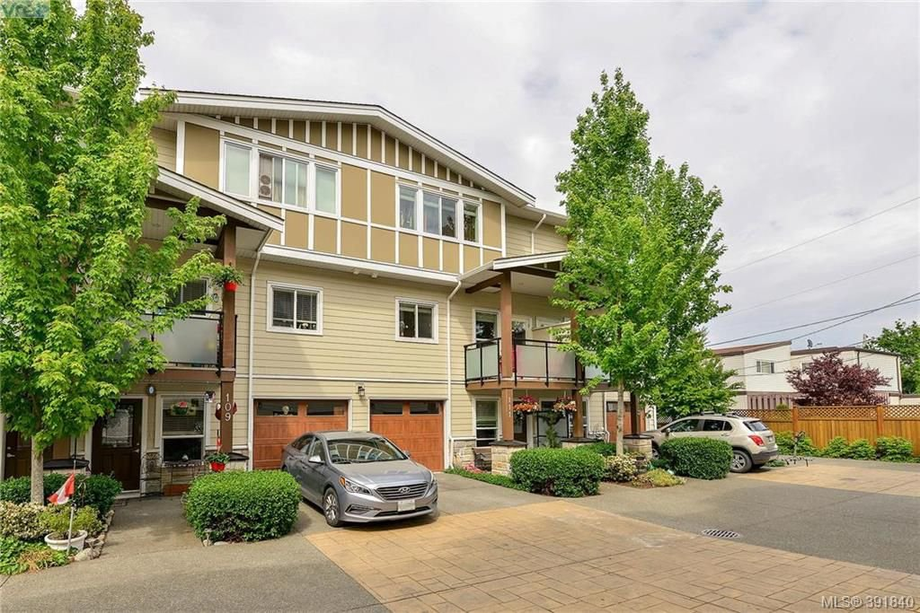 Main Photo: 111 2889 Carlow Road in VICTORIA: La Langford Proper Townhouse for sale (Langford)  : MLS®# 391840