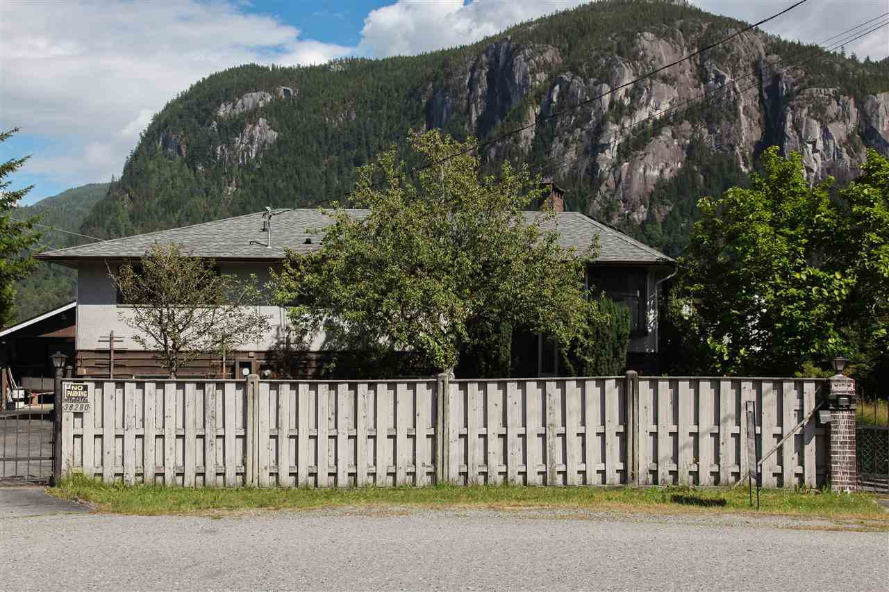 Main Photo: 38290 NORTHRIDGE Drive in Squamish: Hospital Hill House for sale : MLS®# R2285025