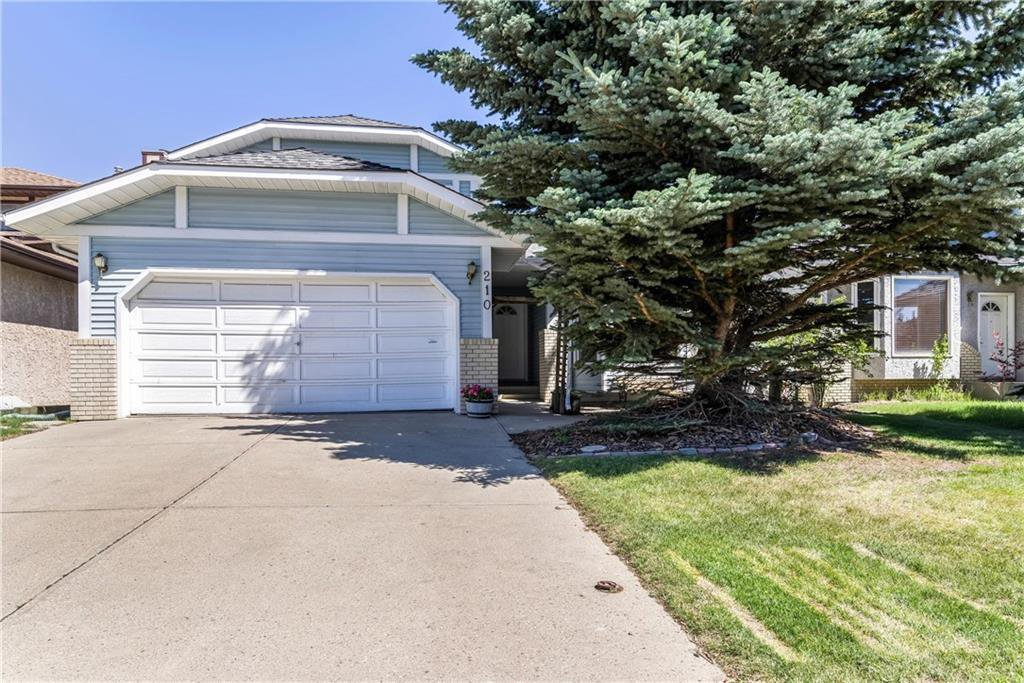 Main Photo: 210 EDGEPARK Way NW in Calgary: Edgemont Detached for sale : MLS®# C4195911