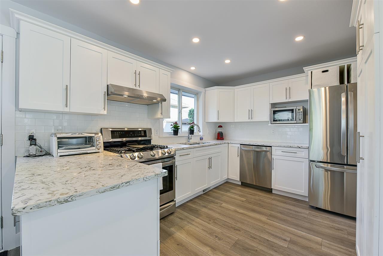"""Photo 7: Photos: 10916 157 Street in Surrey: Fraser Heights House for sale in """"Fraser Heights"""" (North Surrey)  : MLS®# R2356328"""