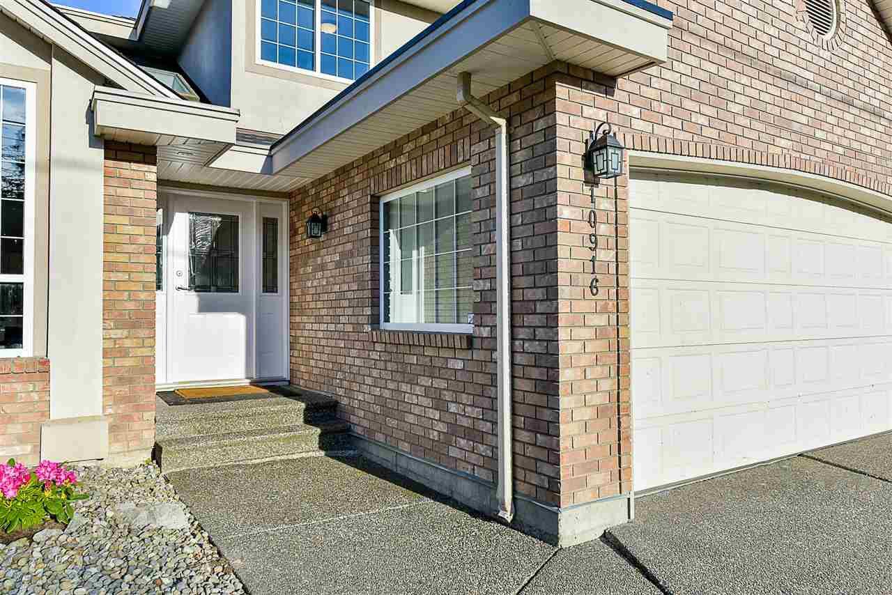 """Photo 2: Photos: 10916 157 Street in Surrey: Fraser Heights House for sale in """"Fraser Heights"""" (North Surrey)  : MLS®# R2356328"""