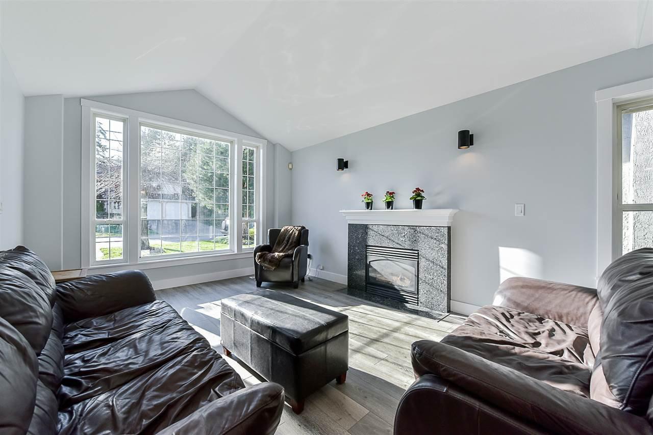 """Photo 3: Photos: 10916 157 Street in Surrey: Fraser Heights House for sale in """"Fraser Heights"""" (North Surrey)  : MLS®# R2356328"""