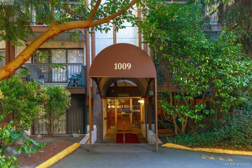 Main Photo: 303 1009 McKenzie Ave in VICTORIA: SE Quadra Condo Apartment for sale (Saanich East)  : MLS®# 813841