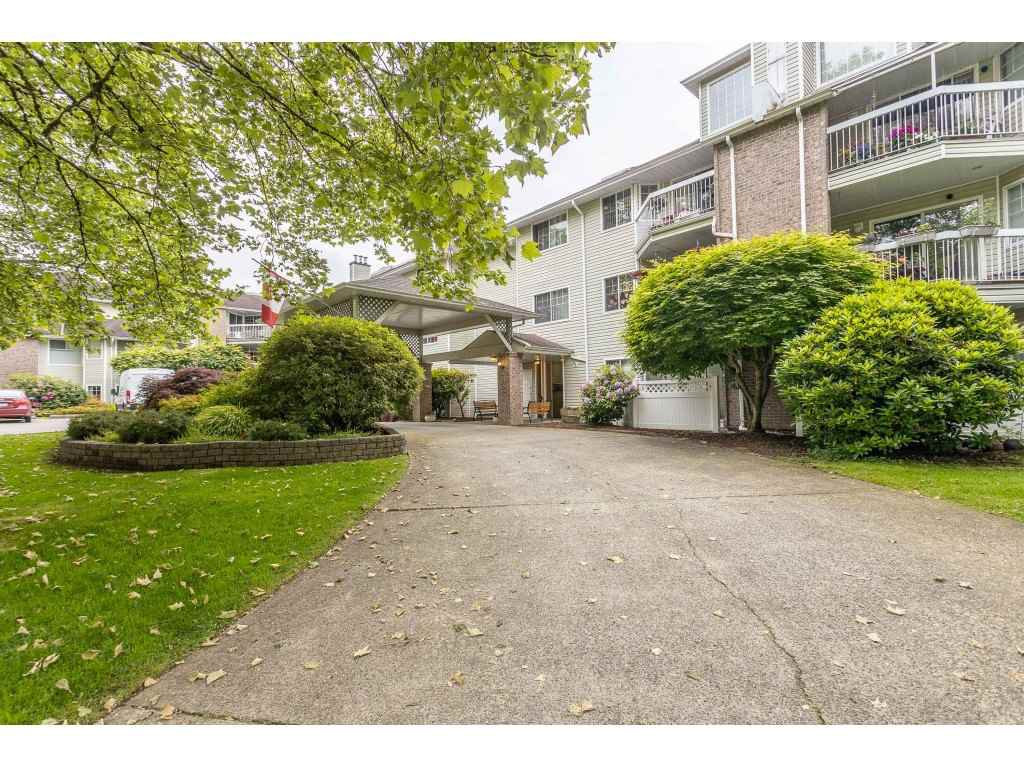 "Main Photo: 318 22514 116 Avenue in Maple Ridge: East Central Condo for sale in ""FRASER COURT"" : MLS®# R2462714"