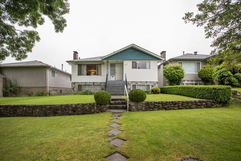 Main Photo: 5930 CULLODEN Street in Vancouver: Knight House for sale (Vancouver East)  : MLS®# R2465527