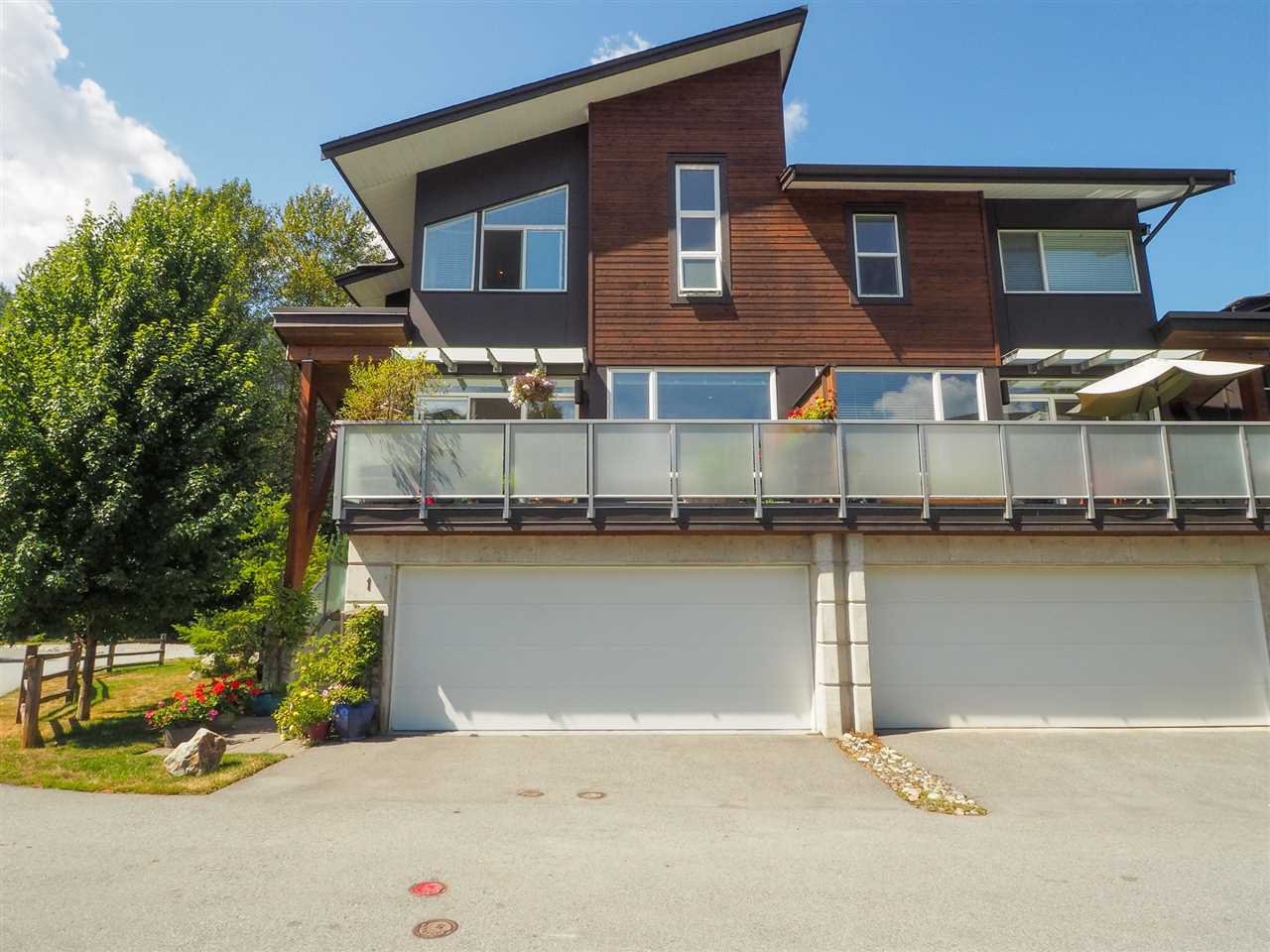 """Main Photo: 1 41488 BRENNAN Road in Squamish: Brackendale Townhouse for sale in """"Rivendale"""" : MLS®# R2485406"""
