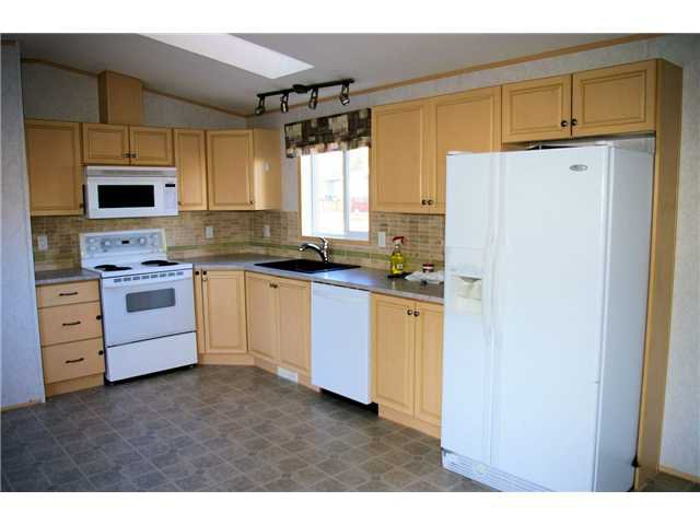 Photo 3: Photos: 7605 RUBY Crescent in Prince George: Emerald Manufactured Home for sale (PG City North (Zone 73))  : MLS®# N240987