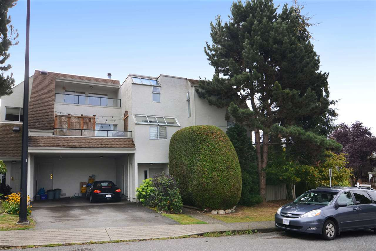 Main Photo: 4 410 MAHON Avenue in North Vancouver: Lower Lonsdale Townhouse for sale : MLS®# R2106226