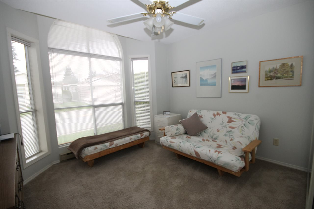 "Photo 13: Photos: 69 2345 CRANLEY Drive in Surrey: King George Corridor Manufactured Home for sale in ""La Mesa"" (South Surrey White Rock)  : MLS®# R2153099"