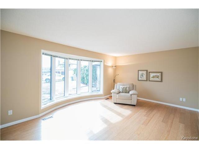 Photo 2: Photos: 14 Principal Bay in Winnipeg: North Kildonan Residential for sale (3G)  : MLS®# 1710088