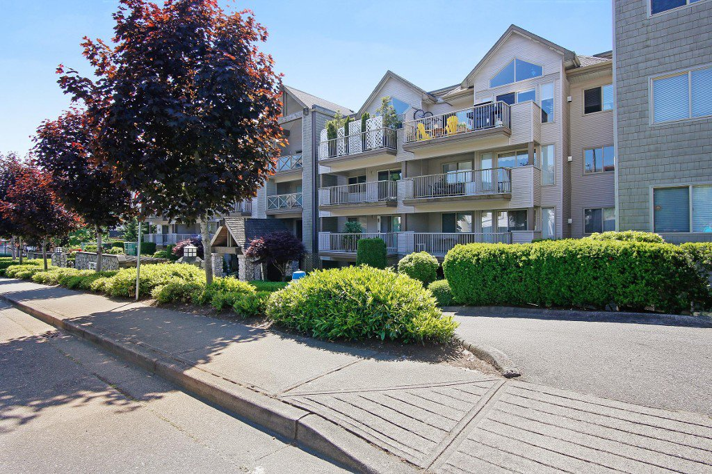 "Main Photo: 407 33478 ROBERTS Avenue in Abbotsford: Central Abbotsford Condo for sale in ""Aspen Creek"" : MLS®# R2173425"