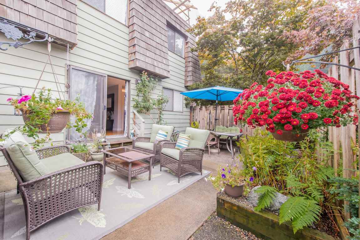 Main Photo: 1134 PREMIER Street in North Vancouver: Lynnmour Townhouse for sale : MLS®# R2204254