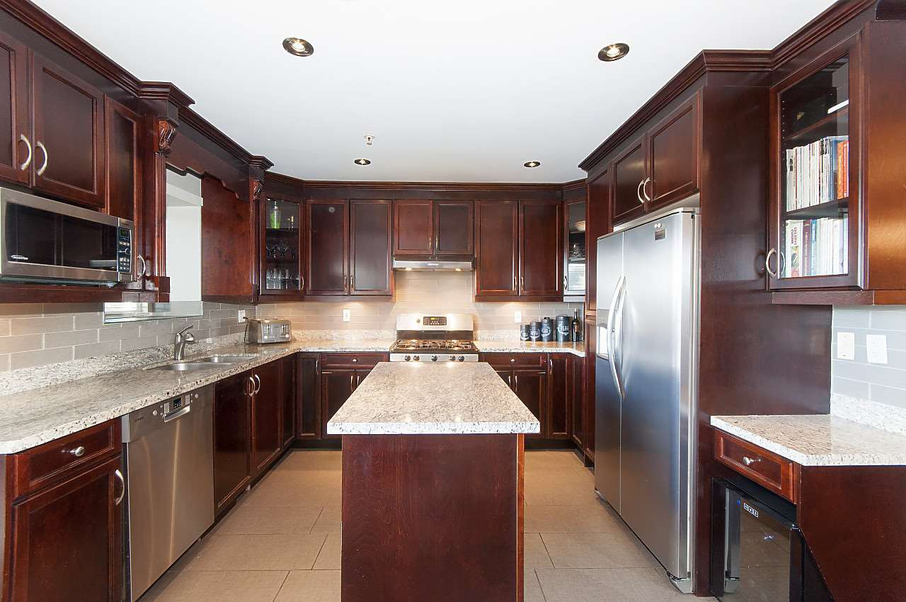 Photo 4: Photos: 645 E 30TH Avenue in Vancouver: Fraser VE House for sale (Vancouver East)  : MLS®# R2204654