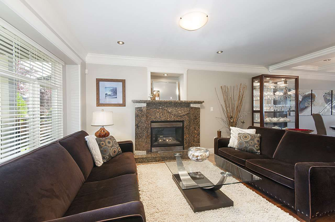 Photo 1: Photos: 645 E 30TH Avenue in Vancouver: Fraser VE House for sale (Vancouver East)  : MLS®# R2204654