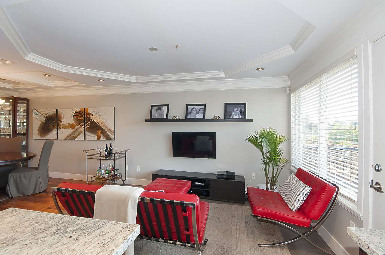 Photo 3: Photos: 645 E 30TH Avenue in Vancouver: Fraser VE House for sale (Vancouver East)  : MLS®# R2204654