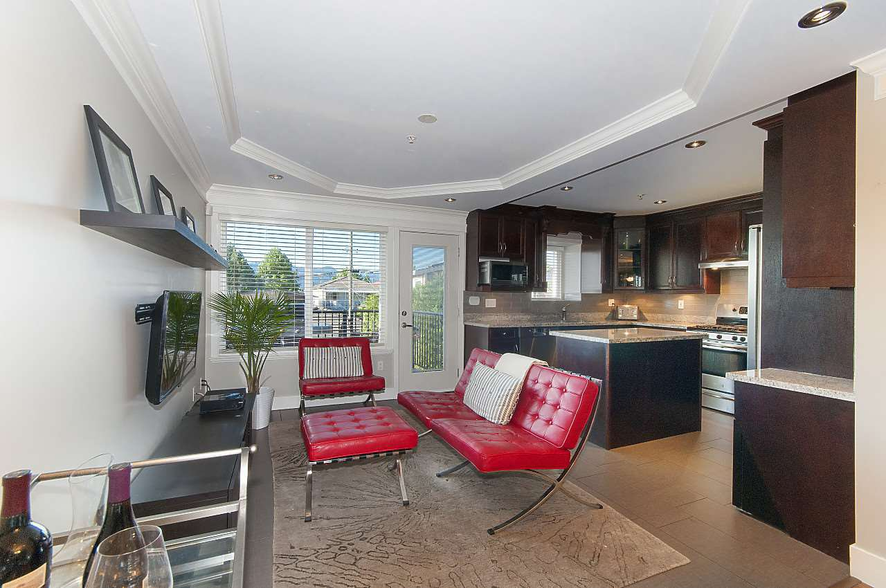 Photo 2: Photos: 645 E 30TH Avenue in Vancouver: Fraser VE House for sale (Vancouver East)  : MLS®# R2204654
