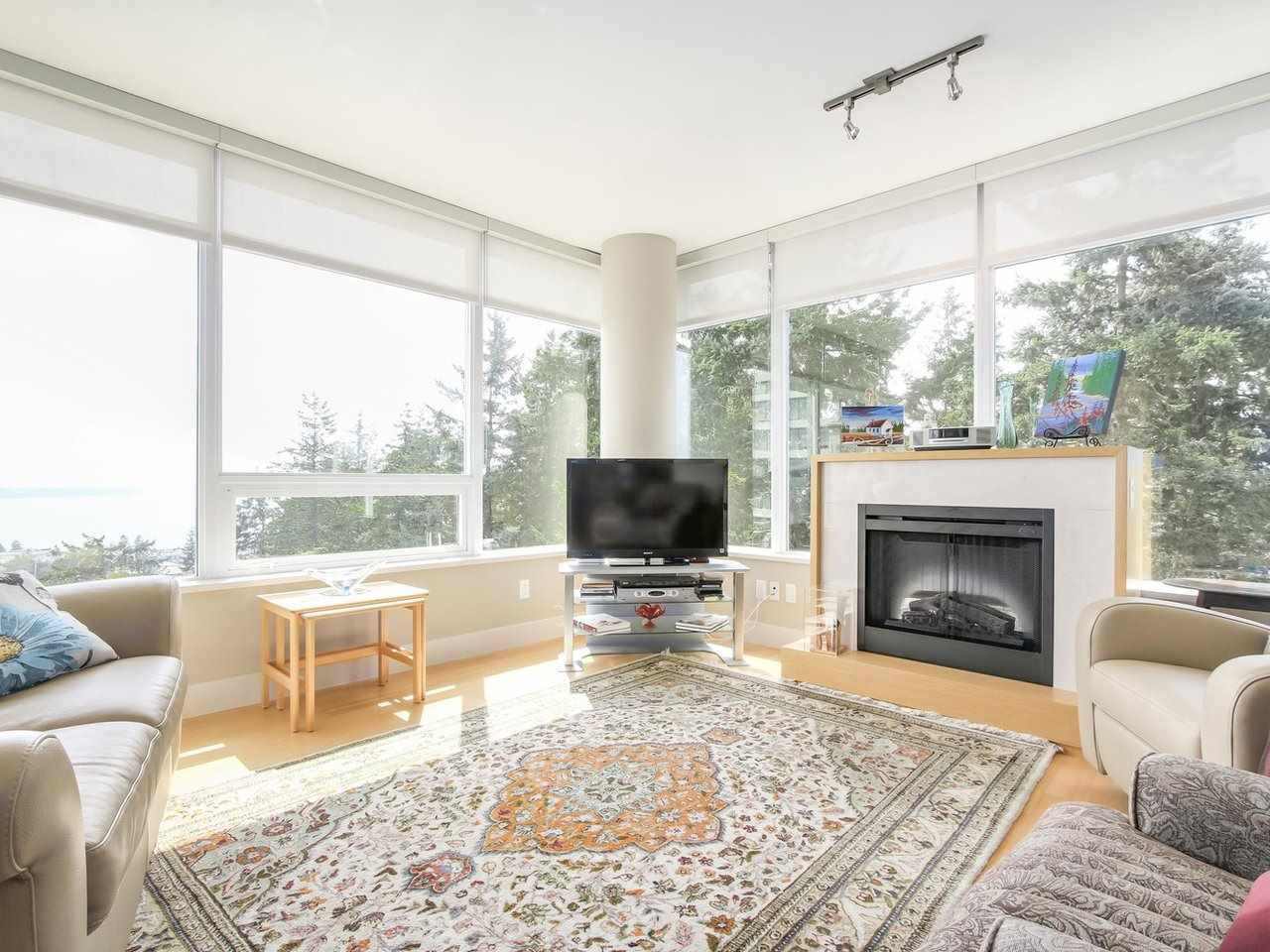 "Photo 4: Photos: 802 15152 RUSSELL Avenue: White Rock Condo for sale in ""Miramar Village"" (South Surrey White Rock)  : MLS®# R2225348"