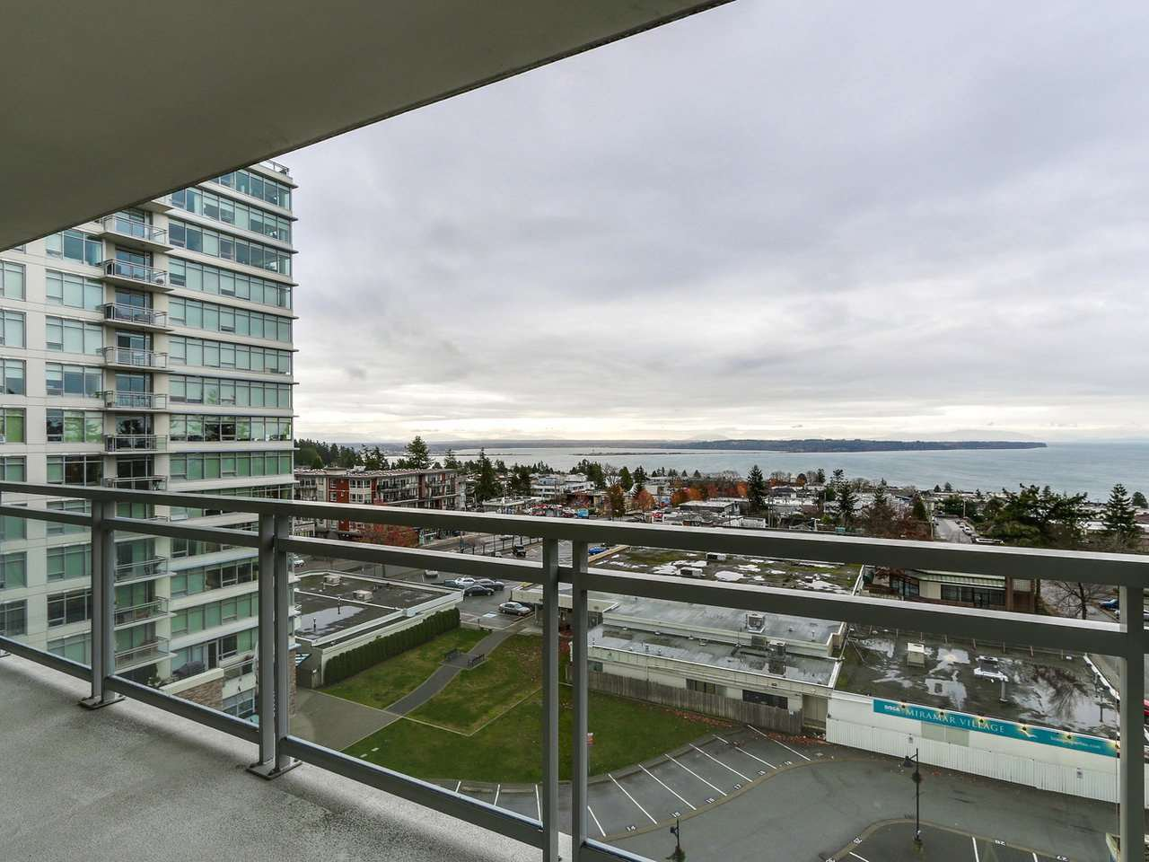 "Photo 17: Photos: 802 15152 RUSSELL Avenue: White Rock Condo for sale in ""Miramar Village"" (South Surrey White Rock)  : MLS®# R2225348"
