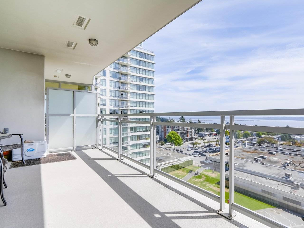"Photo 16: Photos: 802 15152 RUSSELL Avenue: White Rock Condo for sale in ""Miramar Village"" (South Surrey White Rock)  : MLS®# R2225348"