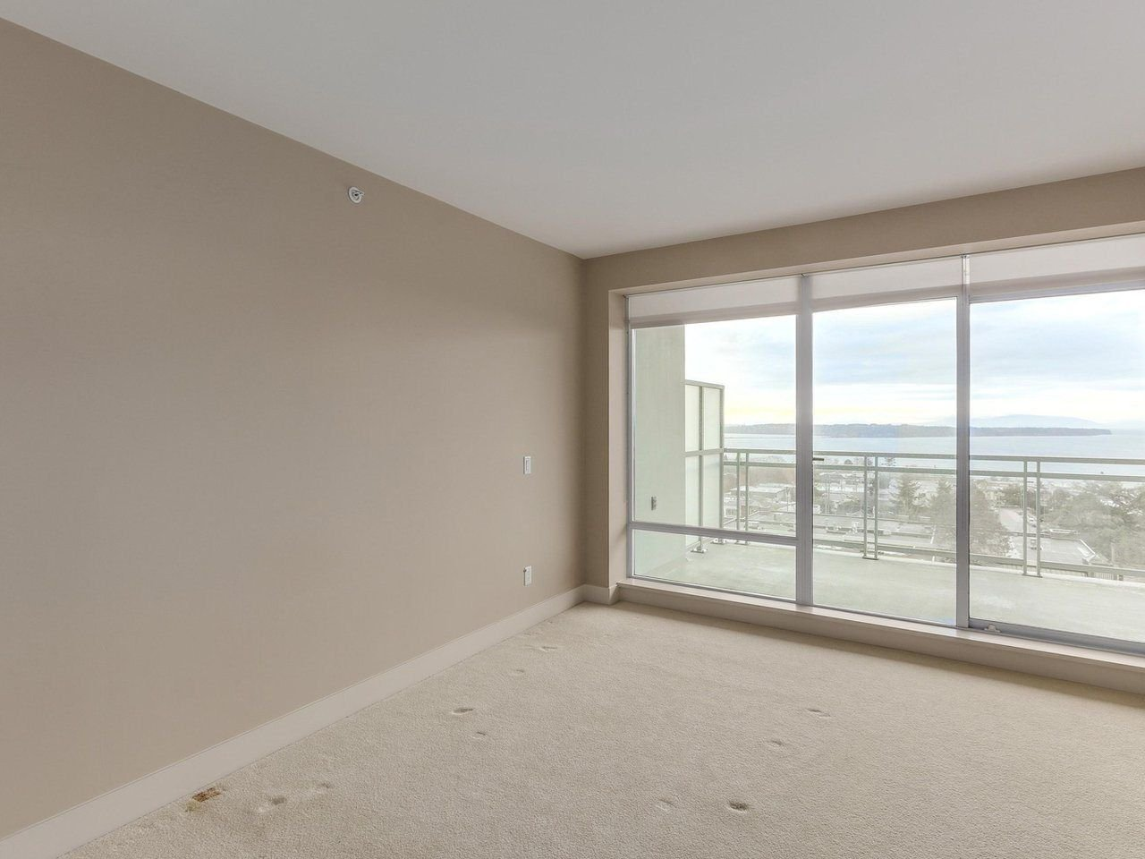"Photo 12: Photos: 802 15152 RUSSELL Avenue: White Rock Condo for sale in ""Miramar Village"" (South Surrey White Rock)  : MLS®# R2225348"