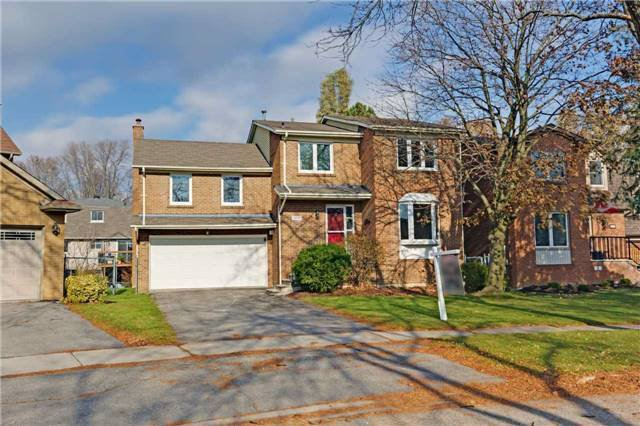 Main Photo: 414 Brian Court in Pickering: West Shore House (2-Storey) for sale : MLS®# E4032289