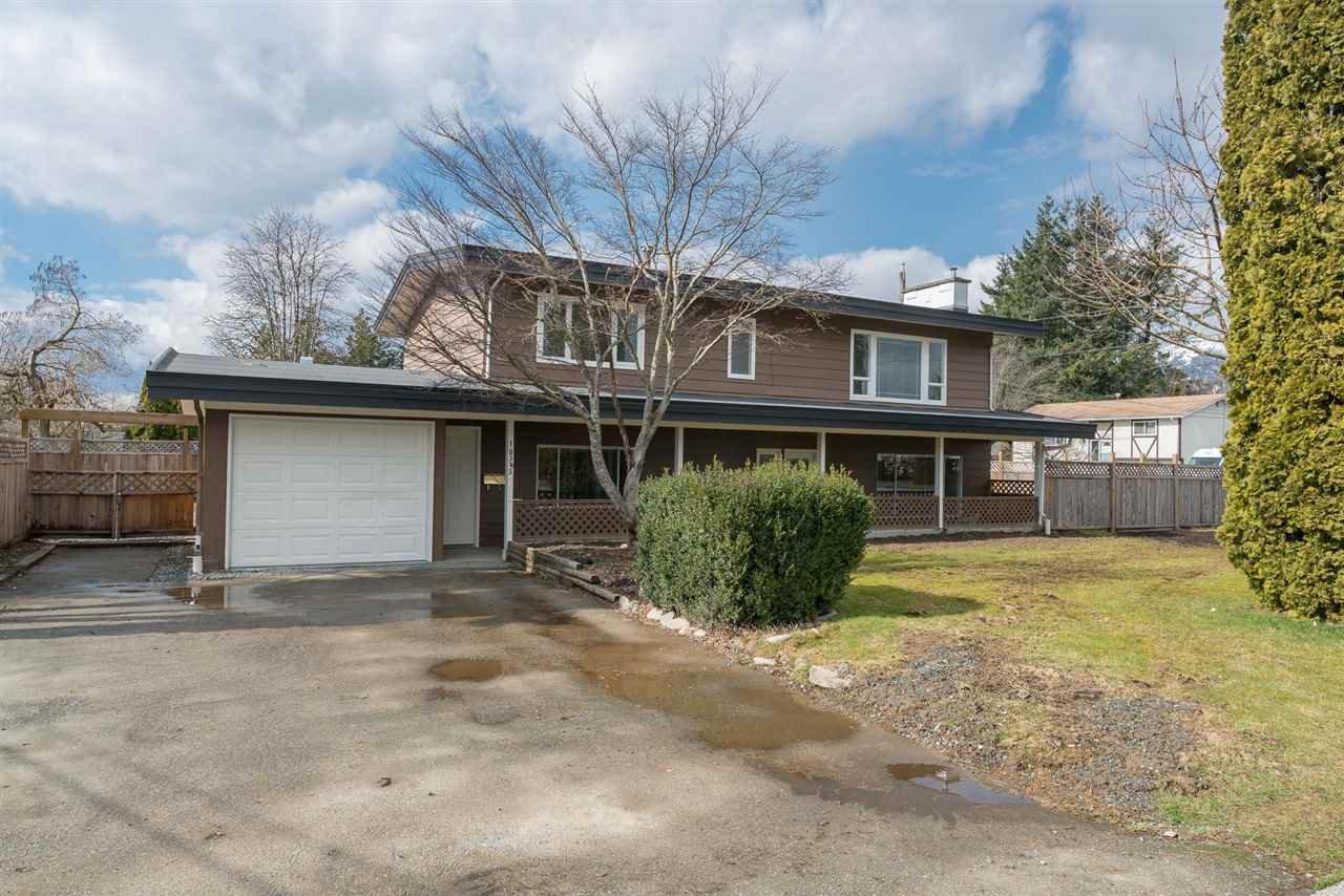 "Main Photo: 10345 BEVERLEY Drive in Chilliwack: Fairfield Island House for sale in ""FAIRFIELD ISLAND"" : MLS®# R2243936"