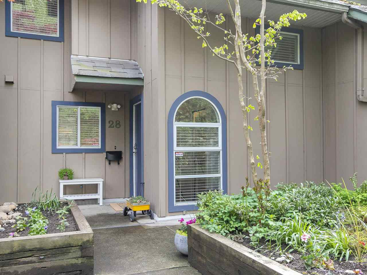 "Main Photo: 28 900 W 17 Street in North Vancouver: Hamilton Townhouse for sale in ""Foxwood Hills"" : MLS®# R2262467"