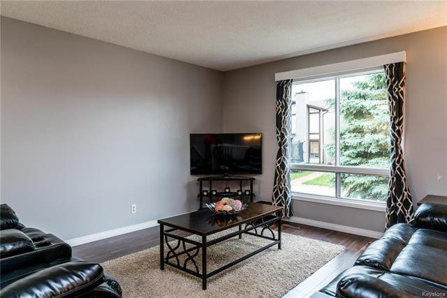 Photo 2: Photos: 6 Leston Place in Winnipeg: Residential for sale (2E)  : MLS®# 1816429