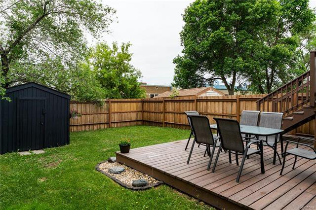 Photo 18: Photos: 6 Leston Place in Winnipeg: Residential for sale (2E)  : MLS®# 1816429