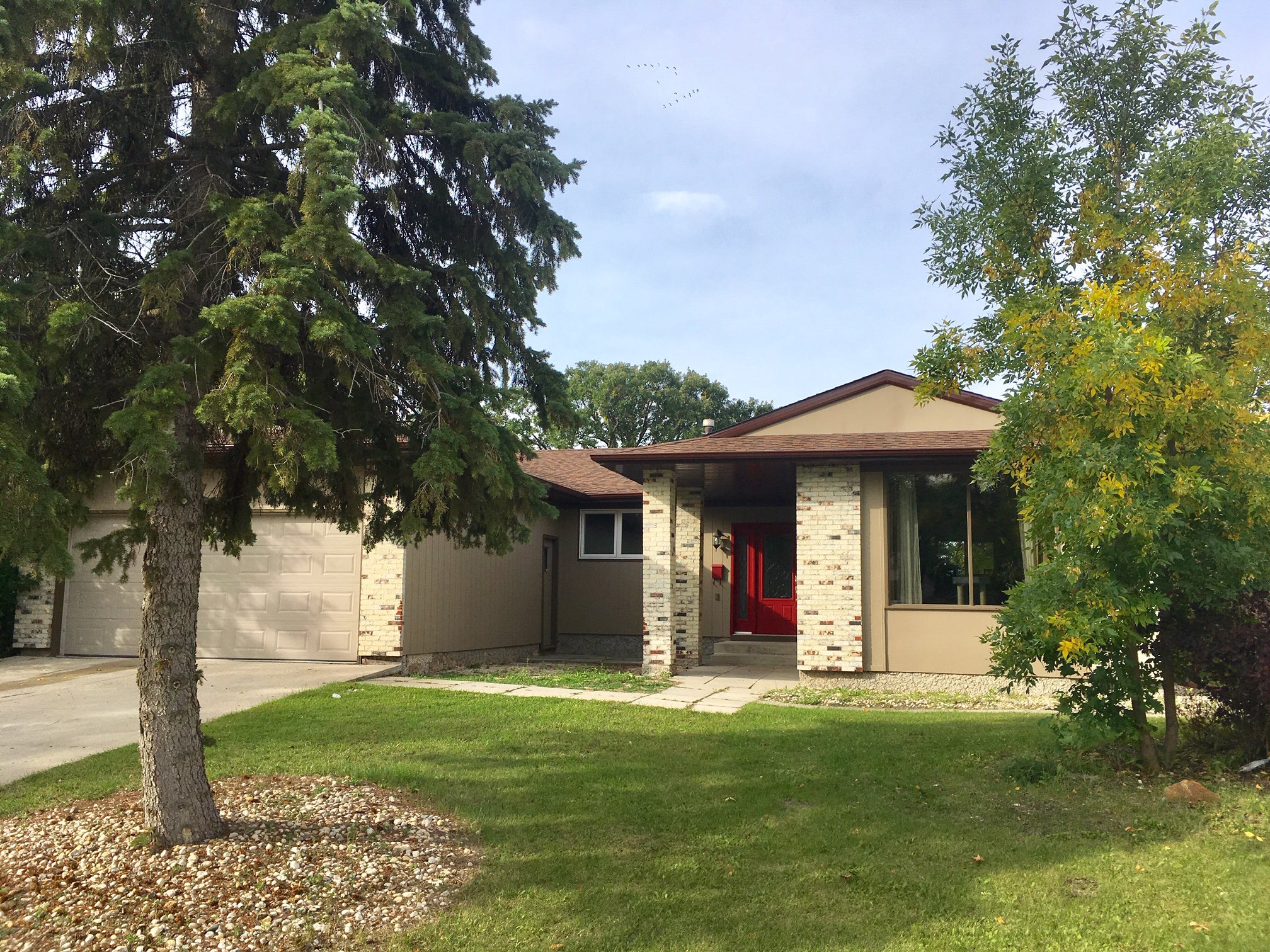 Main Photo: 275 Barker Boulevard in Winnipeg: River West Park Single Family Detached for sale ()  : MLS®# 1925838