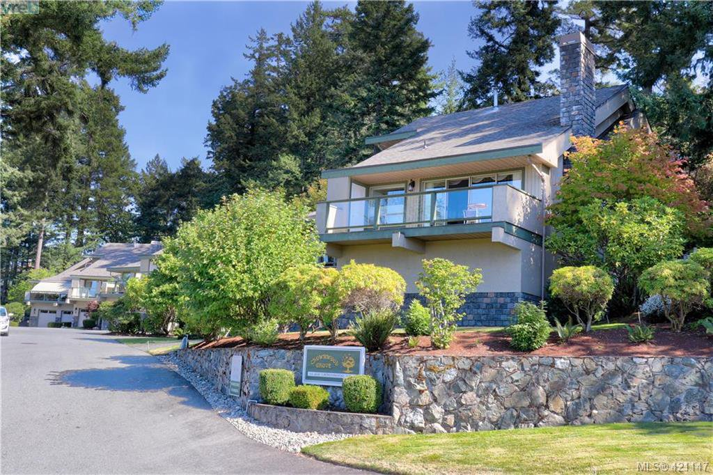Main Photo: 1 4341 Crownwood Lane in VICTORIA: SE Broadmead Row/Townhouse for sale (Saanich East)  : MLS®# 833554