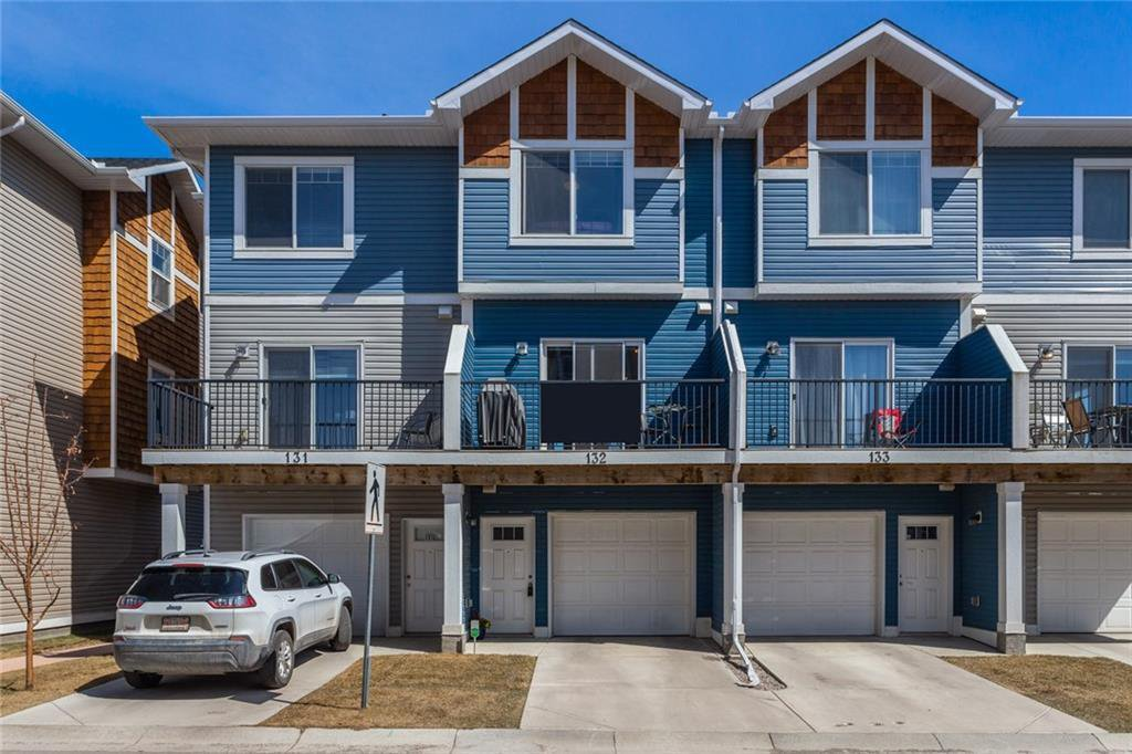 Main Photo: 132 2802 KINGS HEIGHTS Gate SE: Airdrie Row/Townhouse for sale : MLS®# C4294255