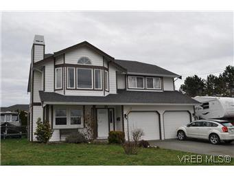 Main Photo: 4073 Borden St in VICTORIA: SE Lake Hill Single Family Detached for sale (Saanich East)  : MLS®# 564638