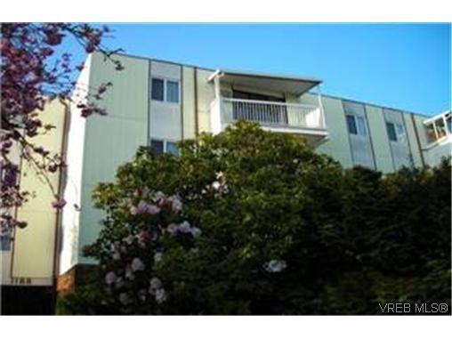 Main Photo: 404 1188 Yates Street in Victoria: Condo Apartment for sale : MLS®# 243530
