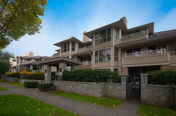 "Main Photo: # 311 3755 W 8TH AV in Vancouver: Point Grey Condo for sale in ""THE CUMBERLAND"" (Vancouver West)  : MLS®# V1040579"