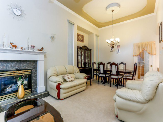Photo 5: Photos: 15767 87A Avenue in Surrey: Fleetwood Tynehead House for sale : MLS®# F1406282