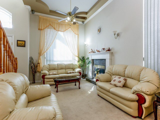 Photo 4: Photos: 15767 87A Avenue in Surrey: Fleetwood Tynehead House for sale : MLS®# F1406282