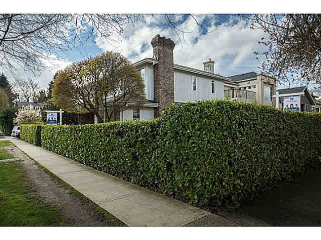 "Photo 2: Photos: 5825 MAPLE Street in Vancouver: Kerrisdale House for sale in ""KERRISDALE"" (Vancouver West)  : MLS®# V1113298"