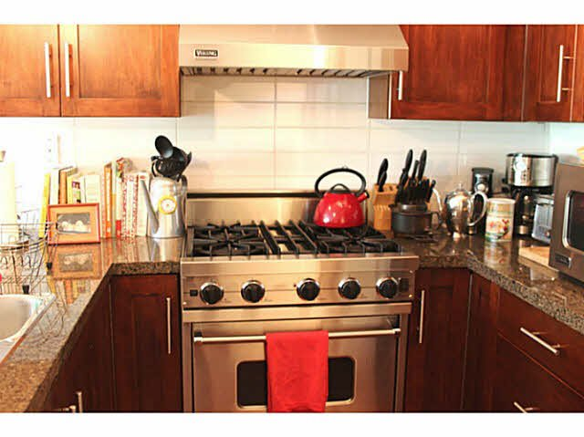 """Photo 8: Photos: 642 W 6TH Avenue in Vancouver: Fairview VW Townhouse for sale in """"BOHEMIA"""" (Vancouver West)  : MLS®# V1124880"""