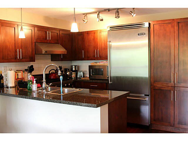 """Photo 7: Photos: 642 W 6TH Avenue in Vancouver: Fairview VW Townhouse for sale in """"BOHEMIA"""" (Vancouver West)  : MLS®# V1124880"""