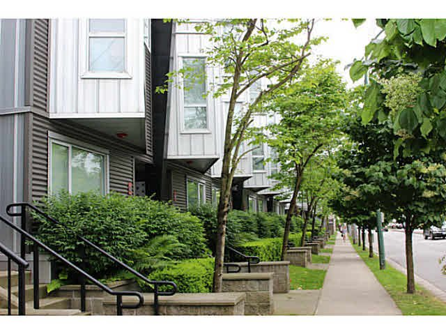 """Photo 2: Photos: 642 W 6TH Avenue in Vancouver: Fairview VW Townhouse for sale in """"BOHEMIA"""" (Vancouver West)  : MLS®# V1124880"""