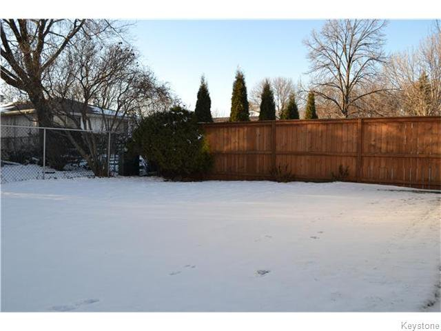 Photo 14: Photos: 63 Tyrone Bay in WINNIPEG: St Vital Residential for sale (South East Winnipeg)  : MLS®# 1531111