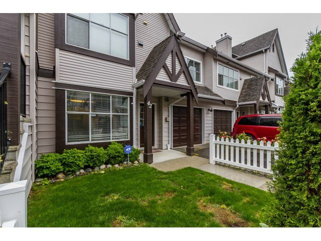 "Main Photo: 42 12099 237TH Street in Maple Ridge: East Central Townhouse for sale in ""GABRIOLA"" : MLS®# R2073676"