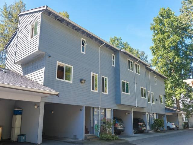 """Main Photo: 8260 AMBERWOOD Place in Burnaby: Forest Hills BN Townhouse for sale in """"FOREST MEADOWS"""" (Burnaby North)  : MLS®# R2101987"""