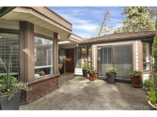 Main Photo: 4641 Lochside Drive in VICTORIA: SE Broadmead Strata Duplex Unit for sale (Saanich East)  : MLS®# 373959
