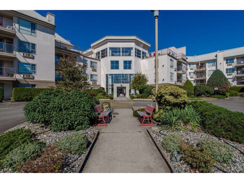 "Main Photo: 406 2626 COUNTESS Street in Abbotsford: Abbotsford West Condo for sale in ""The Wedgewood"" : MLS®# R2221991"