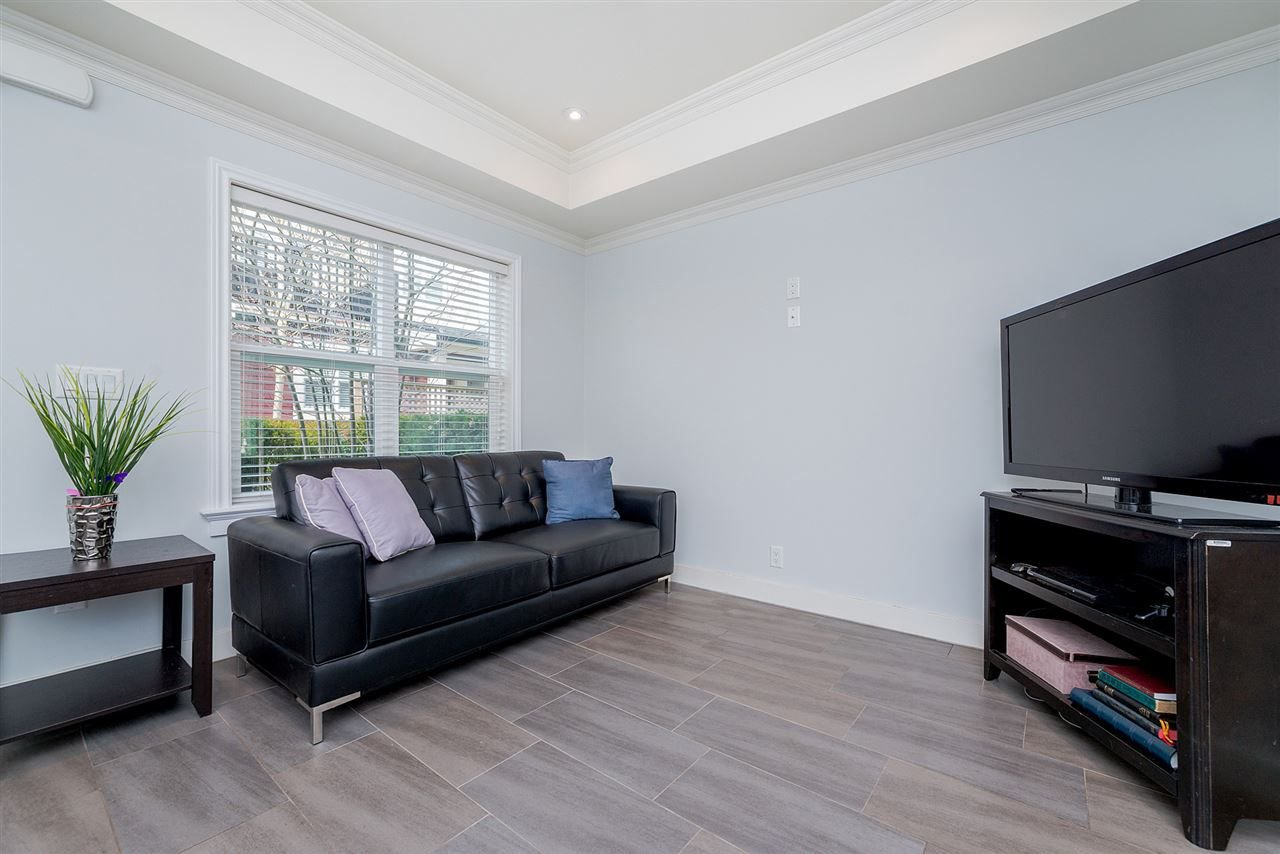 "Photo 7: Photos: 4323 KNIGHT Street in Vancouver: Knight Townhouse for sale in ""Six Homes"" (Vancouver East)  : MLS®# R2250272"